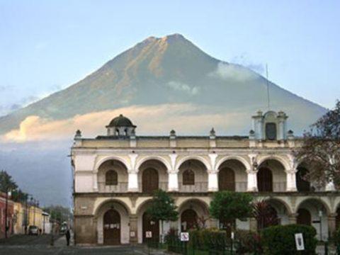 Médicos guatemaltecos ofertan turismo de salud a mexicanos